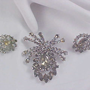 MID CENTURY Black Diamond (Gray Rhinestone) Suite ! Massive Brooch & Clip Earrings