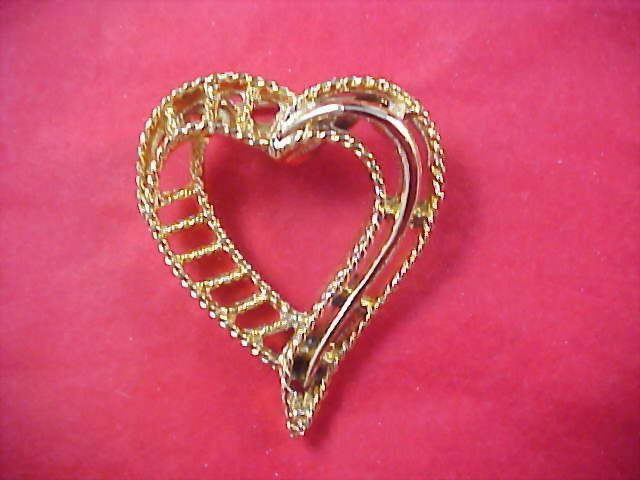 HEART - Open Workmanship  Gilt Gold Dimensional Brooch