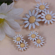 "WEISS~DAISIES Brooch & Clip Earrings~"" A Daisy A Day Suite"""