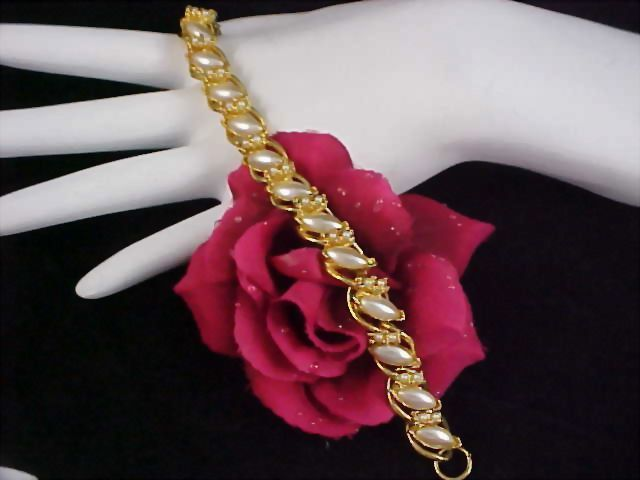 Stunning FLORENZA Simulated  Seed Pearl Gold Plate Link Bracelet