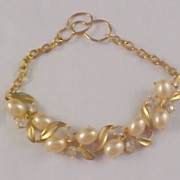 Simulated Creamy Pearl & Diamante Gilt Gold Link Bracelet
