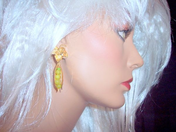 Vintage Peas in a Pod figural earrings