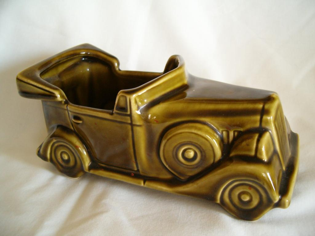 McCoy Classic Automobile Planter, Floraline, Lancaster Colony