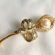 Vintage Calla Brooch, Large Early Plastic Faux Pearl