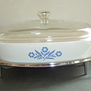 Pyrex Large Cornflower Casserole Dish with Lid and Holding Rack