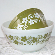 Pyrex  2 Bowls Crazy Daisy Spring Blossom Pattern White and Green