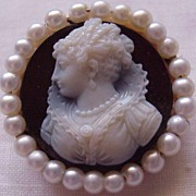 Lovely Hard Stone & 14KT Gold Cameo W/ Cultured Pearl Accent