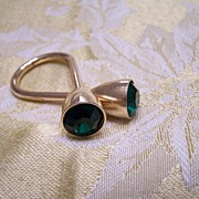 Emerald colored glass and Goldtone scarf clip?  Keychain?
