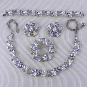 Lisner Rhinestone & Leaves Set Necklace Bracelet Pin Earrings