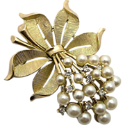Trifari Faux Pearl & Rhinestones Pin Brooch