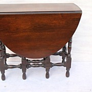 Old American Victorian Walnut gate- leg Drop leaf Table Circa,1930