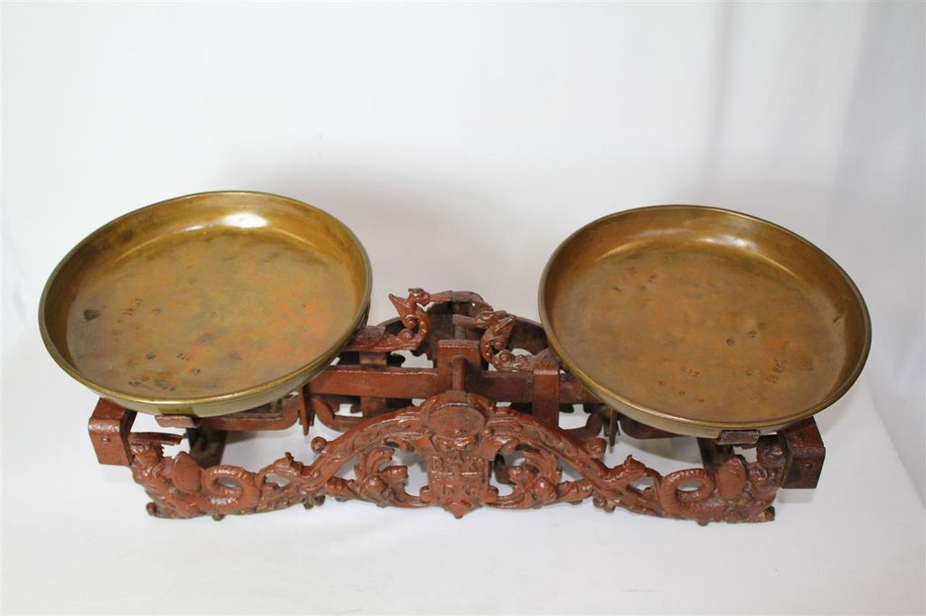 Antiques Victorian Painted Cast Iron Scale With original Bronze Pan c. 1890