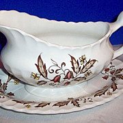 J & G Meakin Staffordshire: Hampton Court Gravy & Under Plate