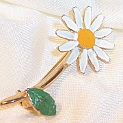 Single Stem Vintage Enamel Daisy Pin