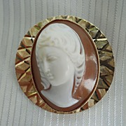 REDUCED Fine 9ct Yellow Gold Cameo Shell Brooch of Virgin Mary