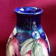 Moorcroft Art Pottery Burslem England Vase Leaf & Berries 1929-1934