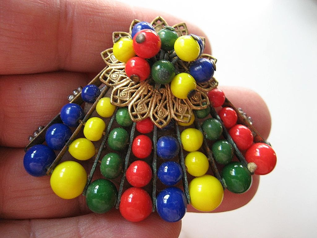 Vivid colored- beaded Haskell -clip