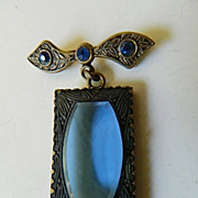 Beautiful Victorian pin With large glass Stone