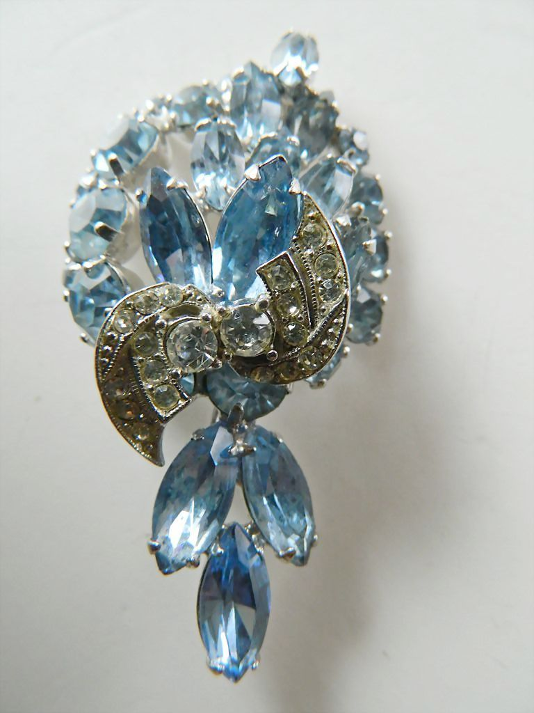 Gorgeous signed Weiss-jeweled PIn