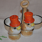 Top Hat Bird Salt and Pepper Shaker in Holder