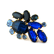 Beautifully Blue Vintage Rhinestone Brooch - Unsigned 1950s Faceted Glass Pin