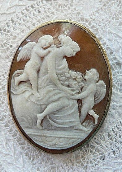 CAPTIVATING Vintage Cameo Aphrodite & Cupids Brooch