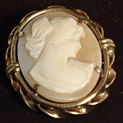 Exquisite Vintage Signed Hand-Carved Shell Cameo 14K Gold