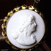Pink White Conch Shell High Relief Cameo Flora 18K Gold