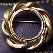 18K Gold Woven Circle Brooch Pin Cameo Frame Coin Bezel