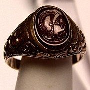 Vintage Intaglio 14K Gold Red Agate Repousse' Gents Ring