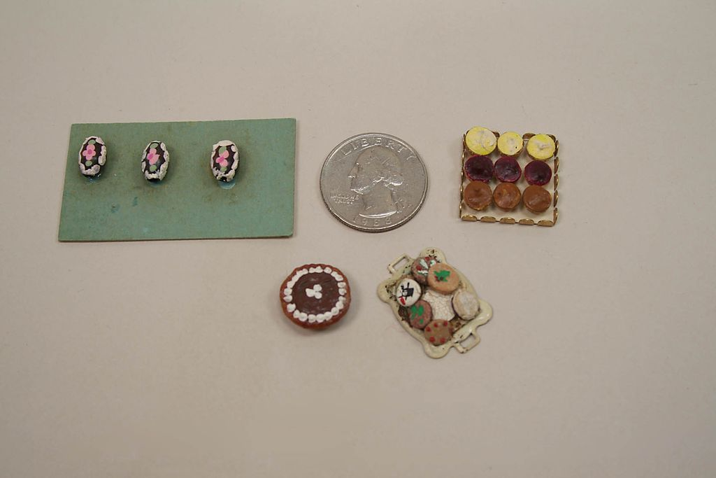 4 Vintage Dollhouse Cakes, Candy, Cookies And Cupcakes Circa 1970