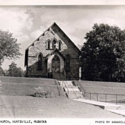 'St. Mary's Church, Huntsville, Muskoka' - Unused REAL PHOTO Postcard - Ontario, Canada c.1940