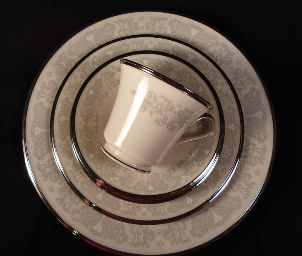 "Lenox China ""Snow Lily"" 5-piece Place Setting"