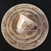 "Lenox China ""Helmsley"" 5-piece Place Setting"