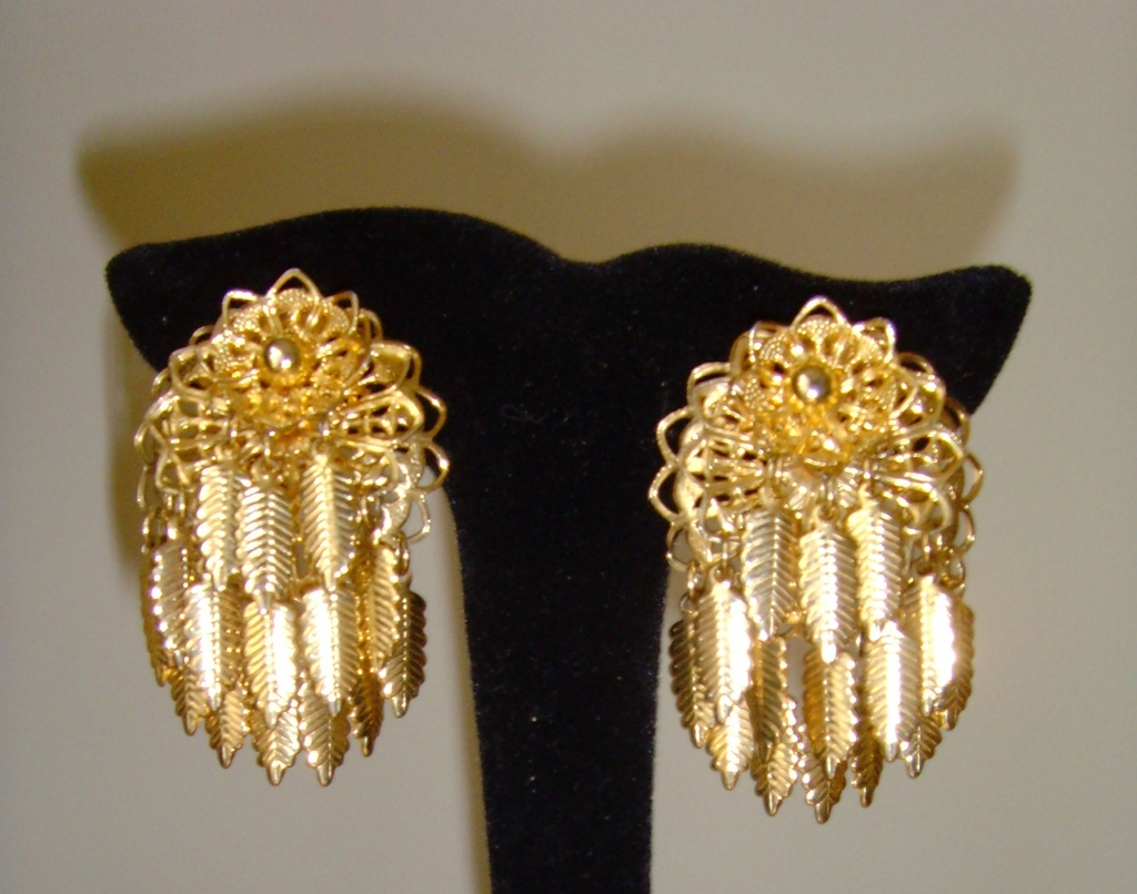 Goldtone 1950's Clip Earrings