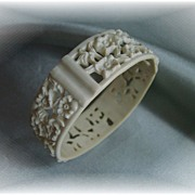 Lovely vintage white celluloid panel bangle bracelet