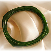 Vintage rounded square green marbled bakelite bangle bracelet
