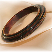 Vintage bakelite carved step bangle bracelet marbled brown