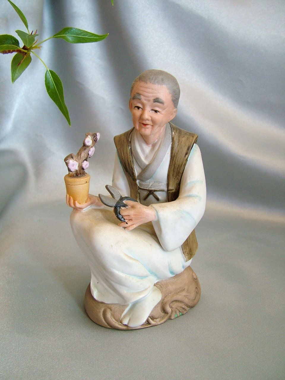 Vintage oriental figurine c 1960 Bonsai lady with shears