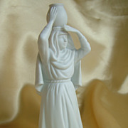 Nativity piece figure Woman with water Jug white porcelain mint