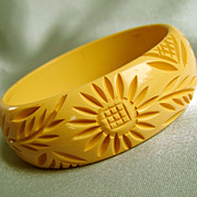SALE PENDING Vintage Sunflower carved Bakelite bangle bracelet sunny yellow