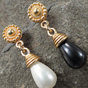 Venus At A Mirror Earrings Black & White Shell Pearls 24K GV