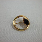 Vintage 1940s Goldtone and Onyx Circle Pin Brooch