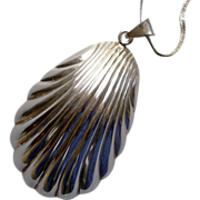Sterling  Scallop Sea Shell Pendant and Chain Necklace