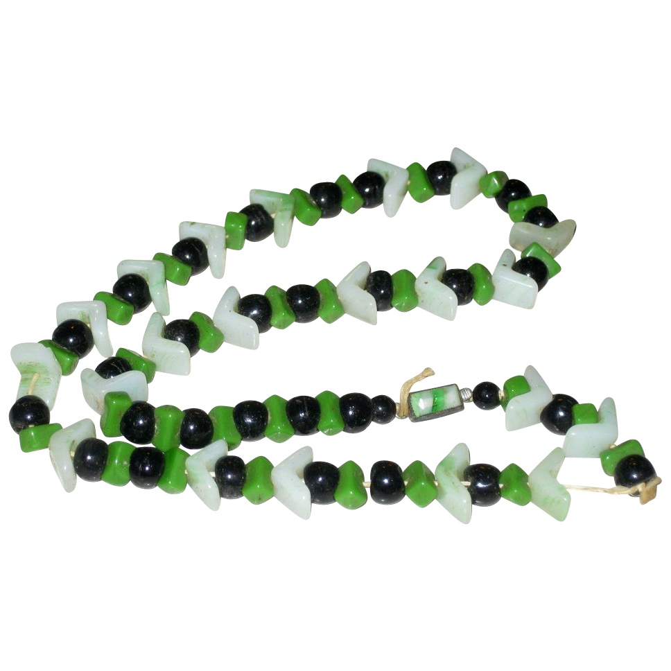 Beautiful Vintage Art Deco Green & Black Czech Glass Chevron Beads Necklace