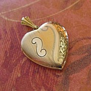 1940's Heart Locket In Gold Fill With Swirl Design WH Hallmark