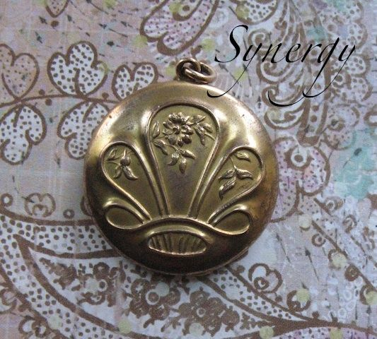 Edwardian Floral Gold Fill Locket Monogrammed A E T With Photograph