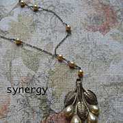 Art Deco Champagne Pearl and Leaf Pendant Necklace