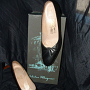 Salvatore FERRAGAMO 1980's  Black Pumps sz 7N w/Box