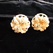 Early Molded Plastic Flower Clip Earrings 1 1/4&quot;